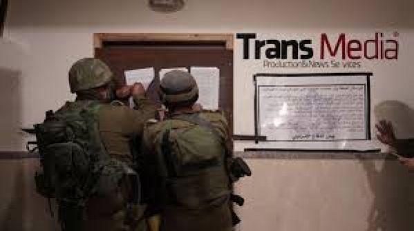 الاحتلال يغلق مؤسسات اعلامية لـ6 أشهر ويشن حملة مداهمات واسعة النطاق