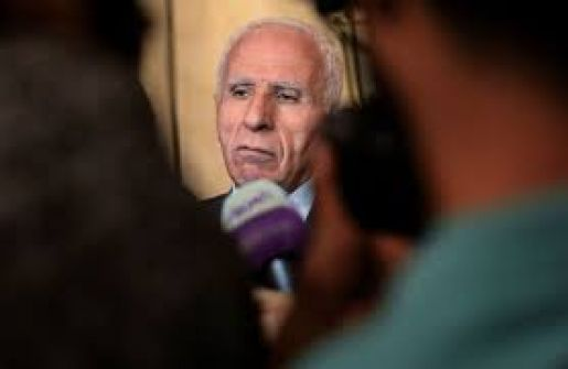 صحيفة: الاحمد ينفي تسليم أي رسائل لحماس