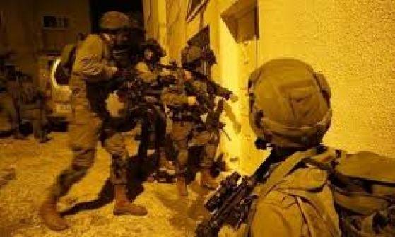 الاحتلال يعتقل (16) مواطناً من الضفة بينهم صحفيان