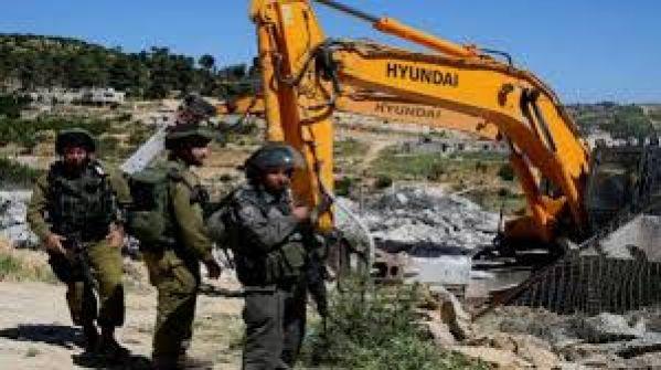 بيت لحم: الاحتلال يهدم خيمة و'كرافانا' ويجرف شارعين