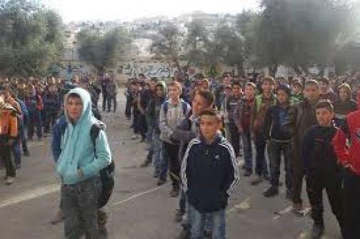 الاحتلال يفرج عن 5 معلمين وطفل بعد اختفائهم لساعات
