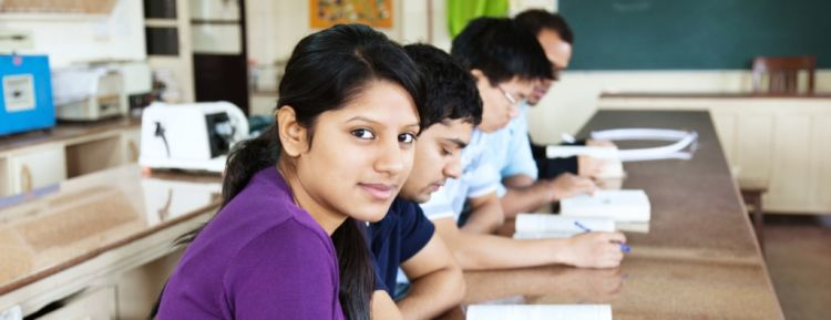 إذا كنت تعتبر ما نفعله في مدارسنا 'غشاً'، فأنت لا تعرف شيئاً عن الهند.. حيث 'مافيات الاختبارات' المنظمة!