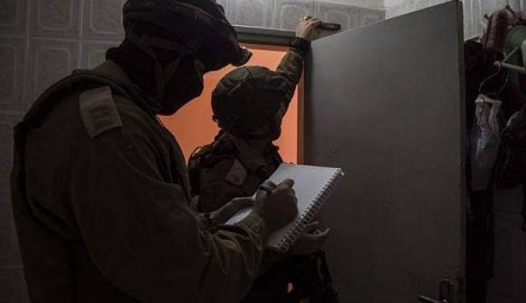 الخليل: جيش الاحتلال يهدم شقتين في مبنى لعائلة ارفاعية