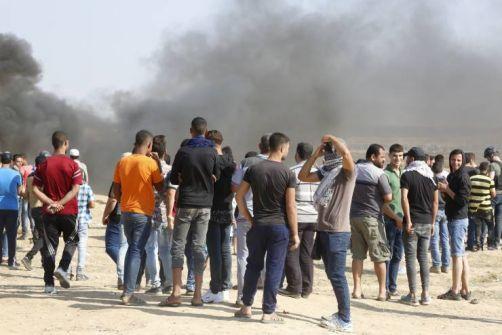 إصابة مواطنين أحدهما خطيرة بقصف بالقطاع