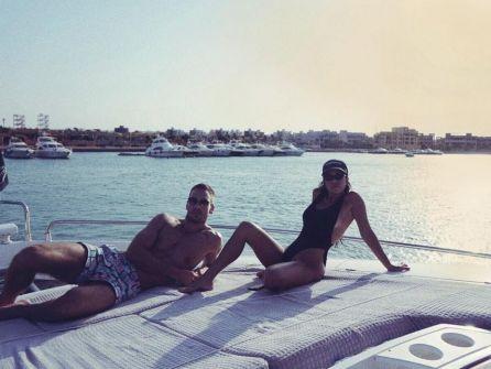 كورتني كاردشيان تستمتع بإجازتها في مصر مع حبيبها يونس بندجيما… صور