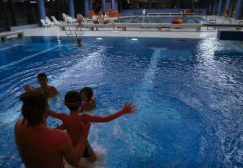اسرائيلي انتحل شخصية مدرب سباحة وقام بالاعتداء والتحرش على القاصرات