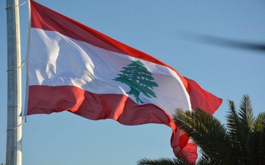 الرئيس اللبناني يقبل استقالة الحريري ويطلب منه تصريف الأعمال لحين تشكيل حكومة جديدة