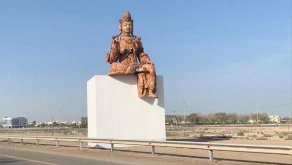 الإمارات تبرر وضع بوذا في طريق الشيخ زايد