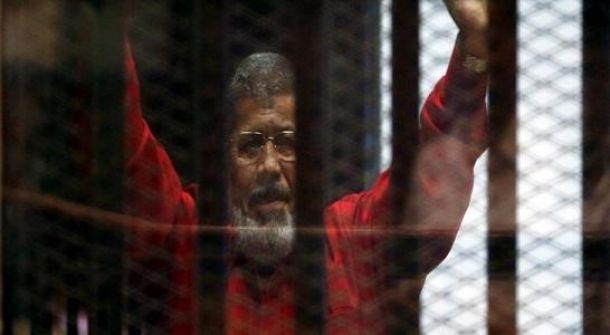 مصر: إهمال رعاية مرسي كذب والكشف عن مراسم دفنه
