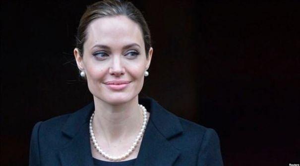أنجلينا جولي تلتحق بفريق تحرير مجلة تايم