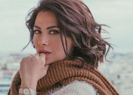 الأردنية صبا مبارك ترد على متابعة طالبتها بالتوبة