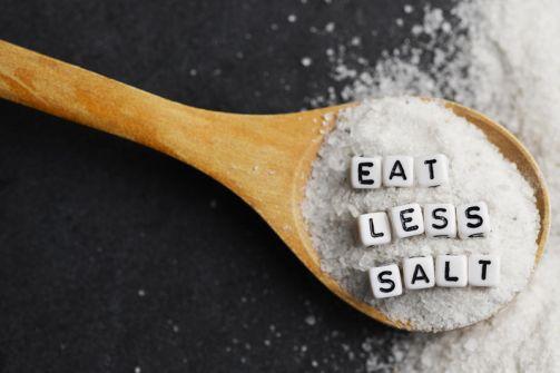 دراسة: تناول الملح يُضعف الجهاز المناعي