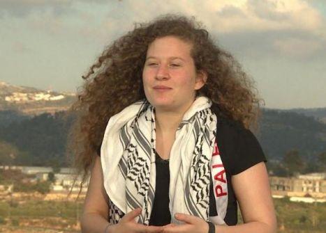 الاحتلال يمنع عهد التميمي وعائلتها من السفر