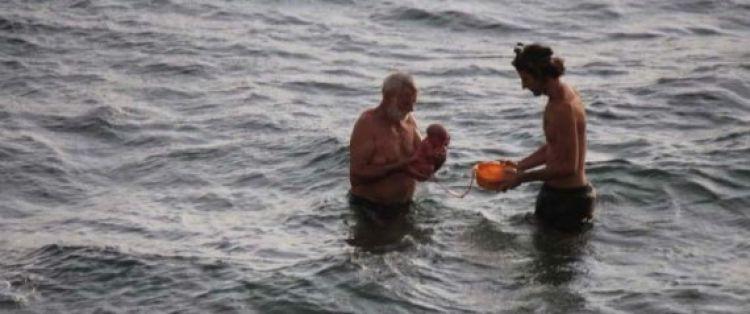 سائحة روسية تثير الدهشة بمصر! تمكنت من الولادة داخل البحر وخرجت وكأن شيئاً لم يكن (صور)
