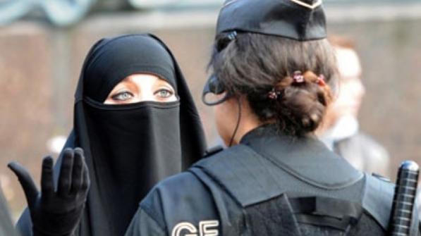 النروج تمنع البرقع والنقاب وكذلك الأقنعة واللثم داخل المدارس
