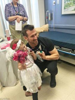 'زواج' طفلة بممرضها خلال احتفال في المستشفى