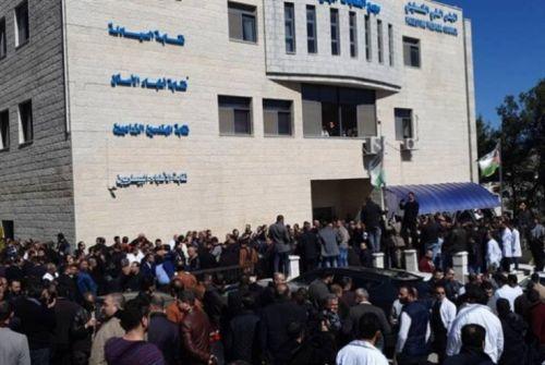 نقابة الاطباء: وقف استقبال أي حالات ولو كانت طارئة في المستشفيات الحكومية ابتداءً من الثلاثاء