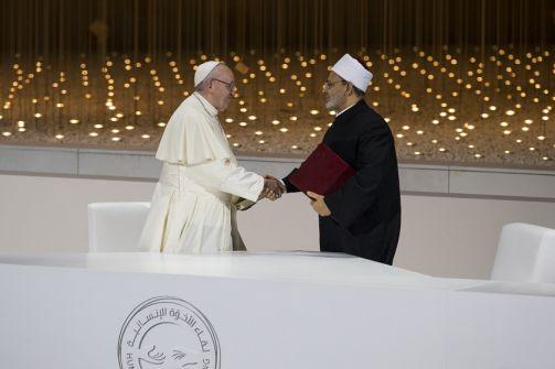 بابا الكنيسة الكاثوليكية وشيخ الأزهر يوقعان في أبوظبي 'وثيقة الأخوة الإنسانية'
