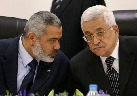 صحيفة تكشف كواليس ما دار بين قيادات حماس وفتح حول تأجيل الانتخابات
