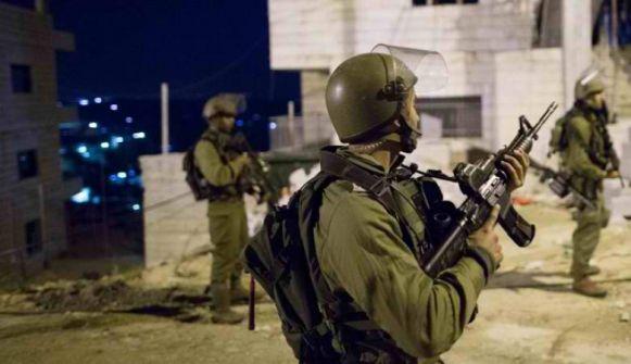 اعتقالات ومصادرة اسلحة واموال في الضفة وغزة