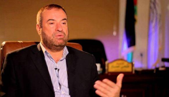 حماد: المقدسيون رابطوا أمام الاقصى من أجل المال.. وتوفيق الطيراوي يهاجمه: أي فلسطيني أنت؟