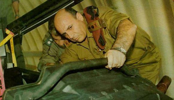 'موفاز مجرم حرب '..أمر كل قائد لواء بقتل 10 فلسطينيين يوميا في الانتفاضة الثانية