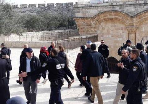 فيديو: وزير زراعة الاحتلال ومستوطنون يقتحمون الأقصى ويصلون باب الرحمة