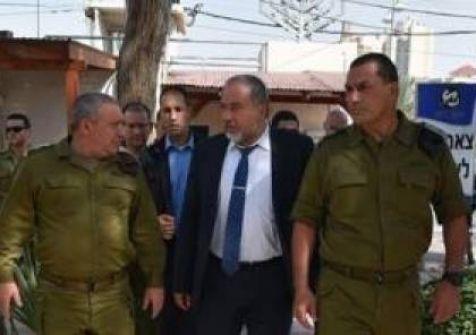 هارتس : 'شهر العسل' بين ليبرمان وقيادة الجيش ربما تنتهي قريبا والسبب غزة