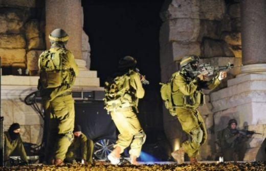الاحتلال يعتقل 10 مواطنين من الضفة الغربية