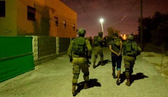 الاحتلال يعتقل 14 مواطنا
