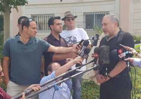ليبرمان يزعم : 'قيادة حماس هم مجموعة من آكلي لحوم البشر وتعرضوا لهزيمة قاصمة '
