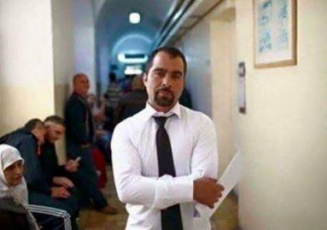 الاحتلال يسحب مزوالة المهنة من محامي الهيئة الأسير طارق برغوث