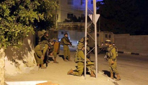 الاحتلال ينفذ حملة اعتقالات بالضفة ويزعم مصادرة أسلحة