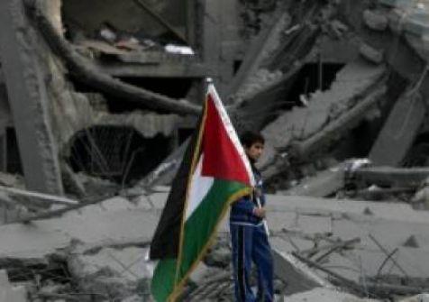 إسرائيل تدرس اقتطاع مبالغ من ضرائب السلطة وتحويلها لغزة في حال نفذ عباس تهديداته