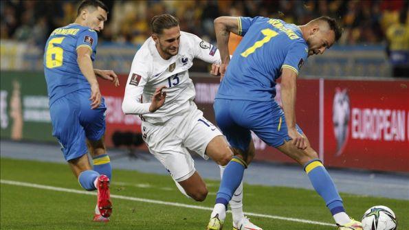 قدم.. فرنسا تتعثر مجددا بتعادل أمام أوكرانيا
