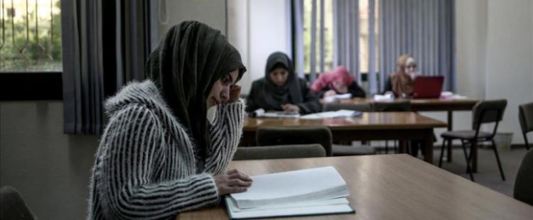 فتاة تركية 'تصفع الظلم' بالدراسة في غزة