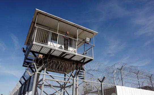 هيئة الأسرى: إدارة سجن 'مجدو' تواصل عزل 7 أسرى بظروف إعتقالية صعبة