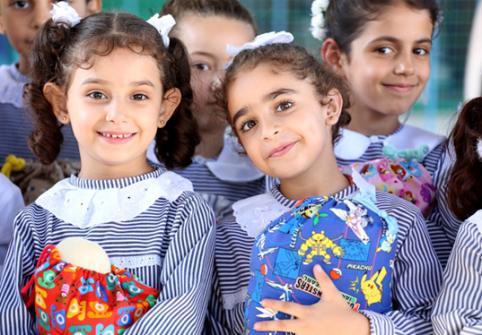 الأونروا توزع 'حقائب الأحلام' لـ6,550 طالب فلسطيني لاجئ في غزة