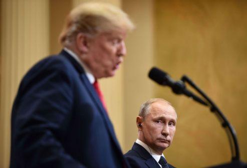 انتقادات واسعة لترامب بسبب تصريحاته خلال قمته مع بوتين