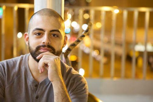 ونيس زعرور: موسيقي فلسطيني شاب يدخل العالمية من أوسع ابوابها